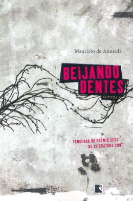 BEIJANDO DENTES